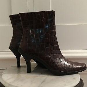 Me Too Drylastics brown ankle boots Sz 8